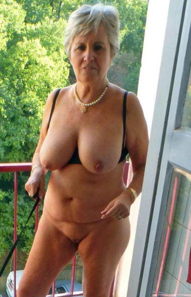 Bezüglich Reife Frauen Erfurt und Erotischer Kontakt Frankfurt begrüßt Dich sehnsüchtig Laura.