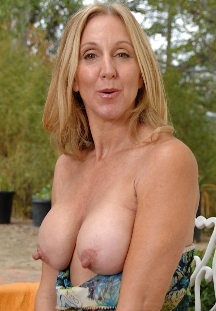 Sie sucht ihn Berlin, Privater Sexkontakt Bremen – Ingrid hat Lust darauf.