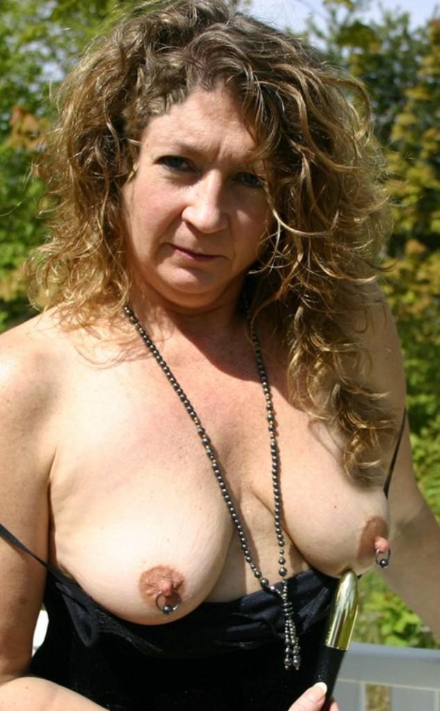 Zum Thema Seitensprung Duisburg und Seitensprung Essen nimm Kontakt auf zu Valerie.