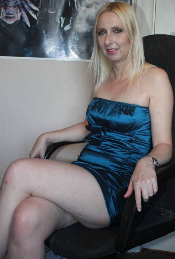 MILFs Berlin, Privater Sex Kontakt Dresden – Evelyn hat Bock dazu.