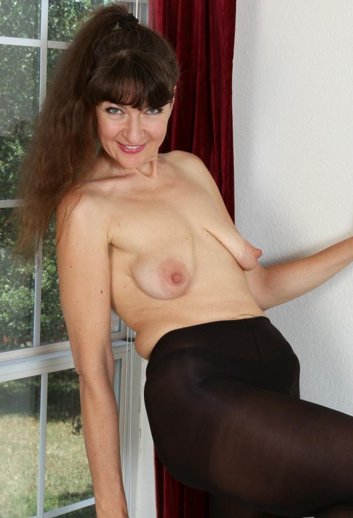 Hausfrau Ines in Bezug auf Sex Kontakte Freiburg und Sexanzeigen Karlsruhe um Rat fragen.