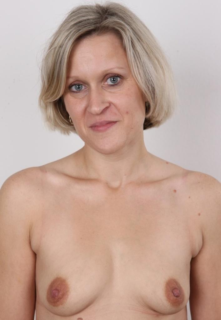 Zum Thema Sextreff Dresden wie auch Privatsex Frankfurt – die Richtige dafür ist Barbara.