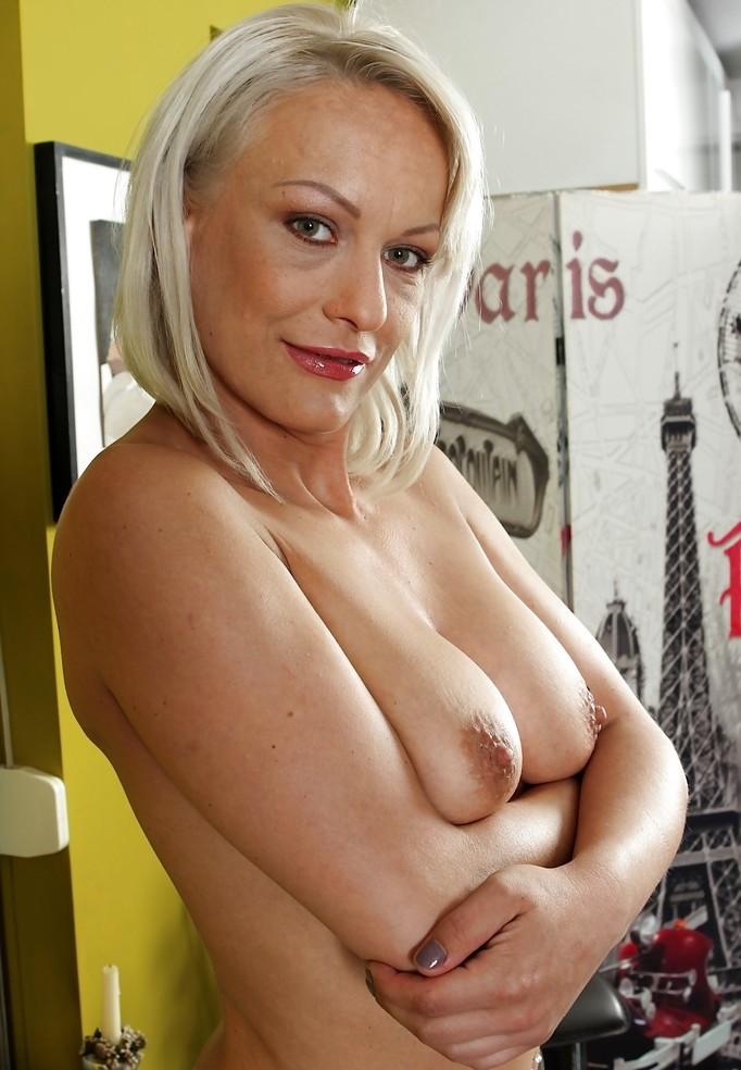 MILFs Bochum, Privater Sex Kontakt Bremen - Helen hat Interesse.