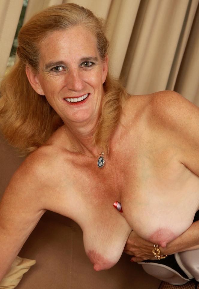 Attraktive Bräute suchen erotisches Fickvergnügen.