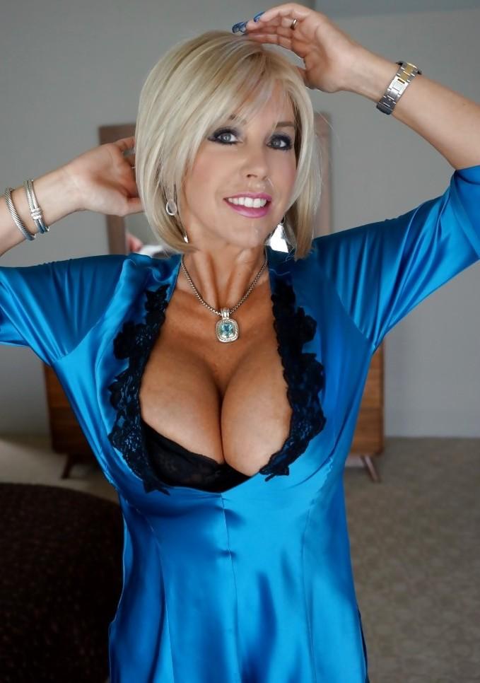 Die attraktive Hausfrau Bea braucht ihr aufregendes Ficktreffen.