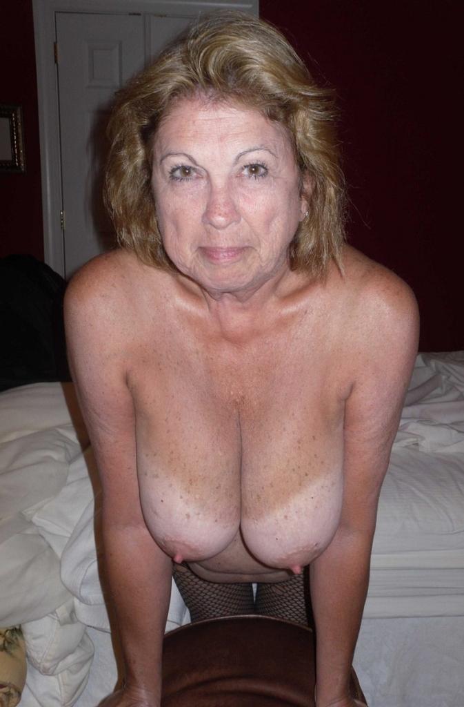 Die aufgeschlossene Ehefrau Christine braucht ihr intensives Bumstreffen.