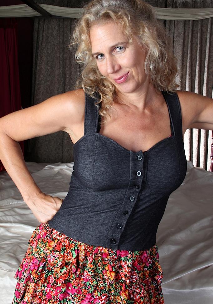 Reale Hausfrau sucht ein leidenschaftliches Fickabenteuer.