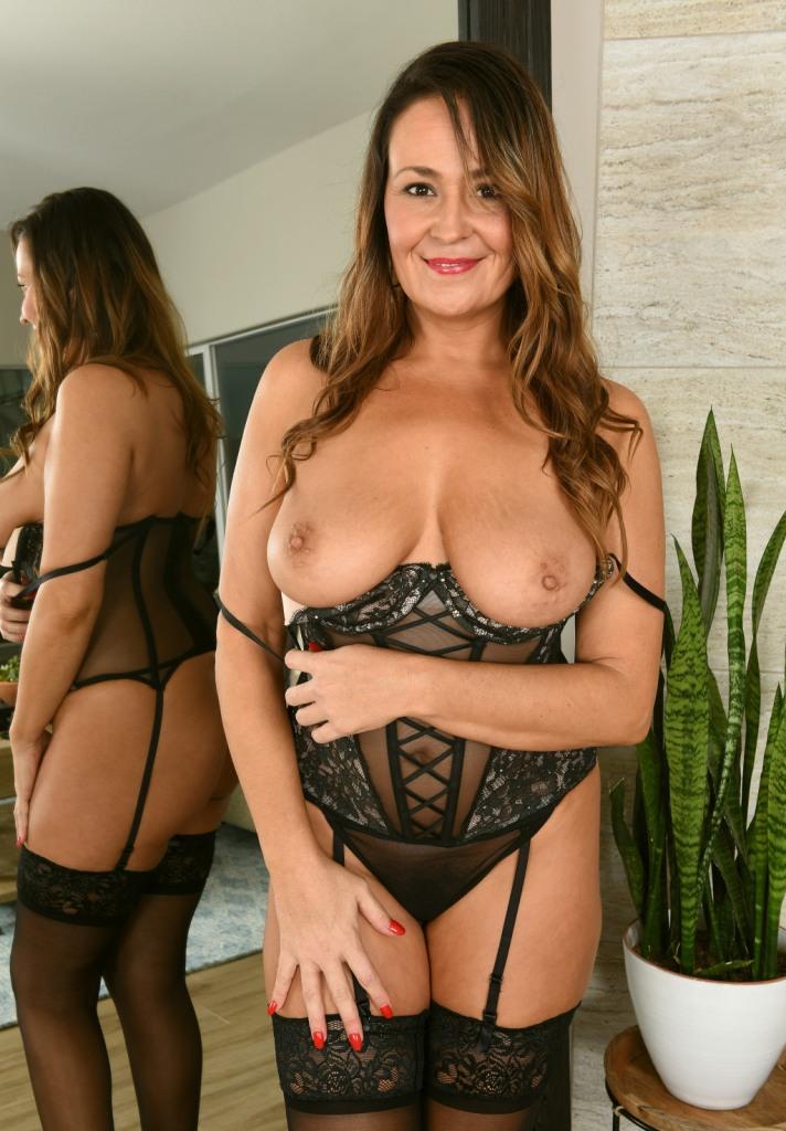 Zum Sexthema Damen kennenlernen wie auch Weiber Kontaktanzeigen kontakatiere doch Karina.