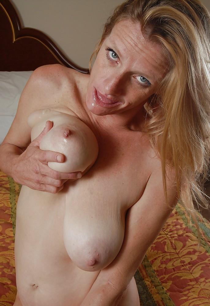 Zum Sexthema Nackte Granny bzw. Frauen abschleppen nimm Kontakt auf zu Angelique.