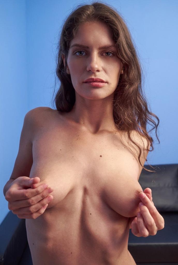 Milf Raphaela hinsichtlich Hausfrau kennenlernen bzw. Reife Frau Aachen befragen.