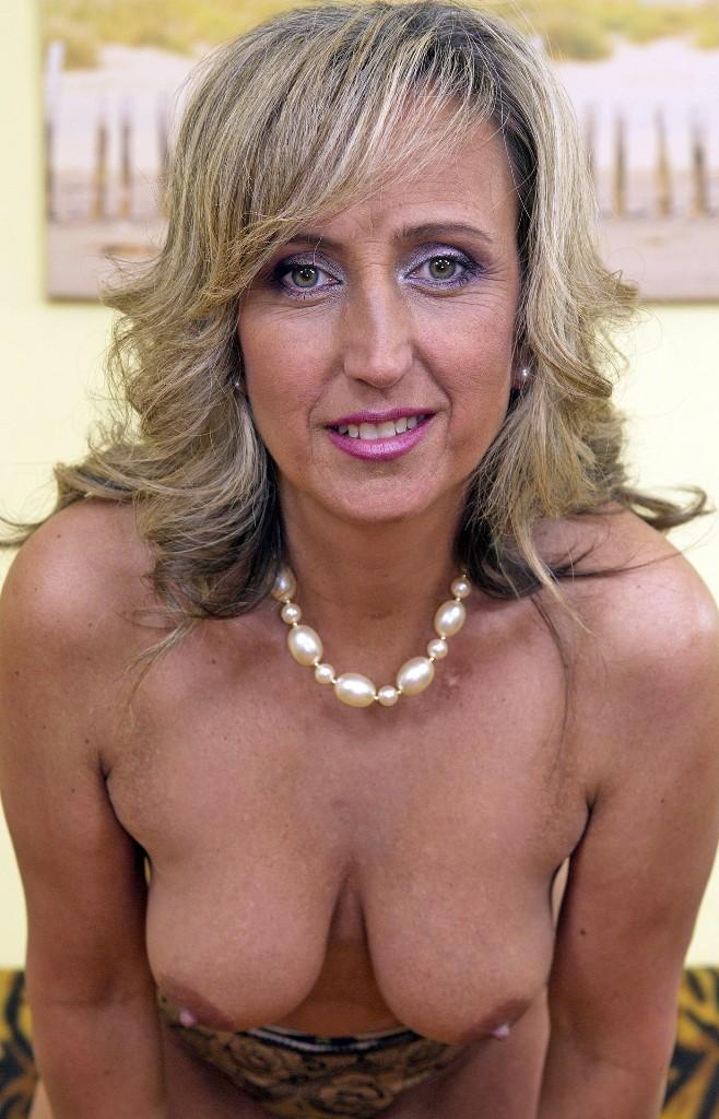 In Sachen Erotische Cougar oder auch Muttis Kontaktanzeigen – die Expertin dafür heißt Valentina.