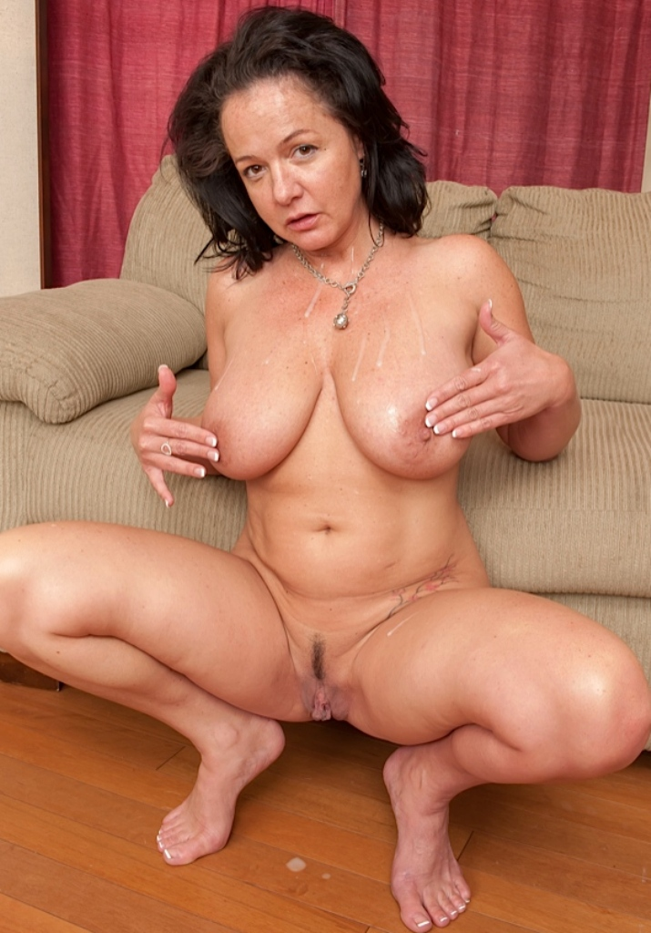Erotische Granny, Untervögelte Damen - Julia hat Bock dazu.