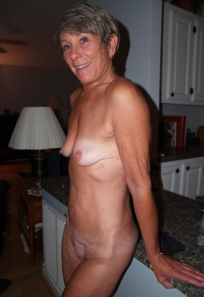 Schwanzgeile Ehefrauen, Alte Granny – Leni will es.