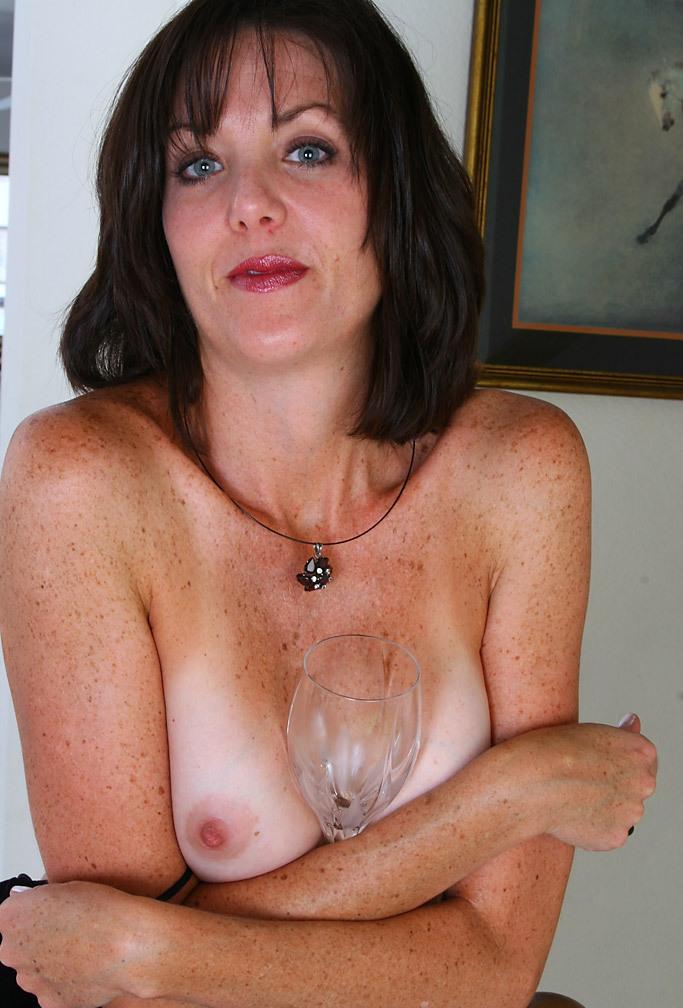 Zum Sexthema Sie sucht ihn Düsseldorf und auch Sexkontakte Essen begrüßt Dich sehnsüchtig Marie.