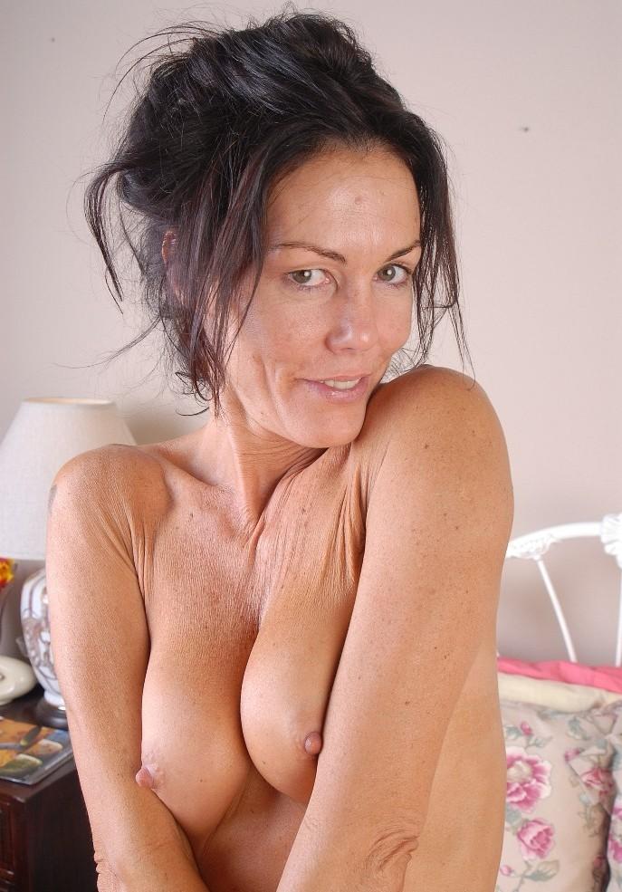 In Sachen Sexkontakte Duisburg bzw. MILF Franken – die Expertin dafür heißt Irmi.
