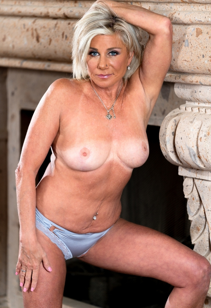Fickstück Jasmin in Sachen Erotikdating Hamburg aber auch Reife Frau Karlsruhe kontaktieren.