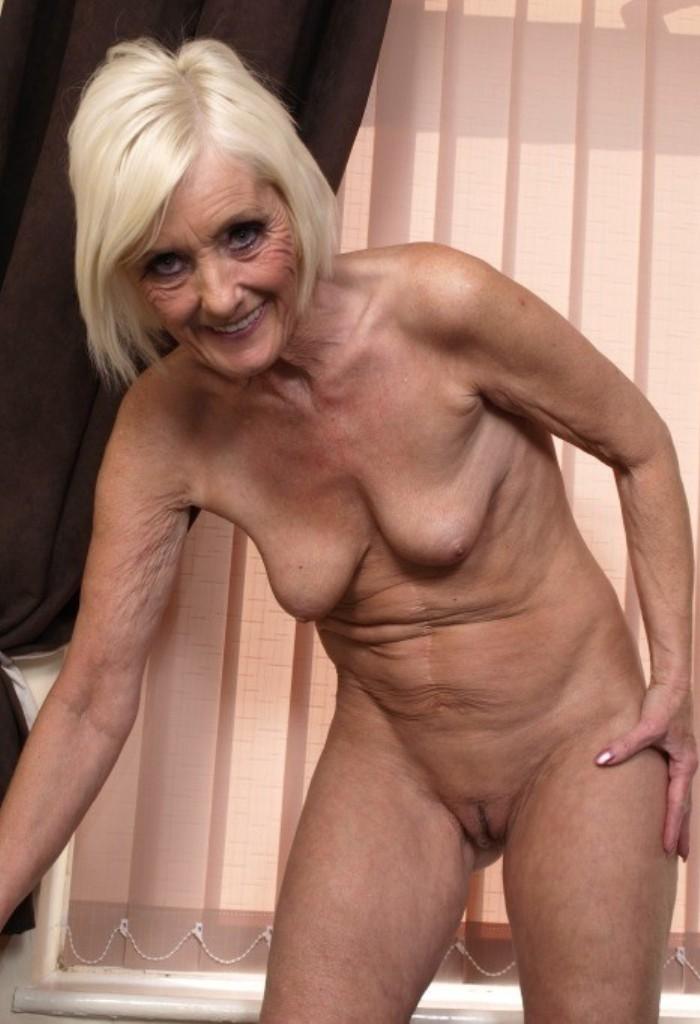 Oma Vanessa in Sachen Sex Kontakten Hamburg aber auch Erotikdating Karlsruhe einfach fragen.
