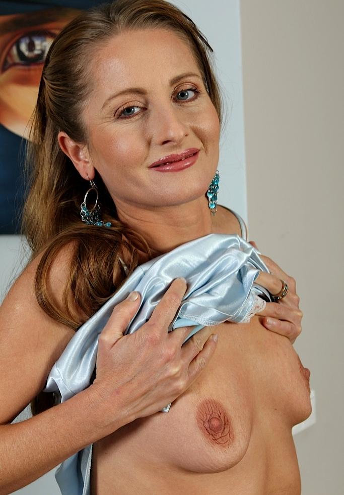 Hinsichtlich Erotischer Kontakt Duisburg und auch Reife Frau Essen kontakatiere doch Evelyn.
