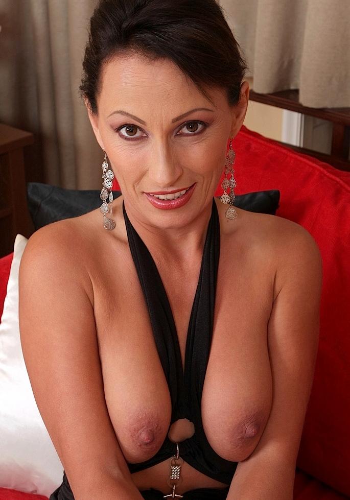 Sexy Helen zum Thema One Night Stand Freiburg und auch Privater Sex Kassel um Rat fragen.