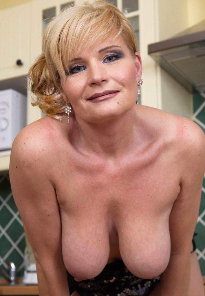 Hinsichtlich Privatsex Duisburg bzw. Erotische Kontakte Essen frag doch einfach Vanessa.